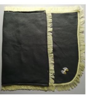Tapis pour chien ou chiot Tapis chien gris foncé et noeud jaune 80X50 cm Chez Anilou 12,00€