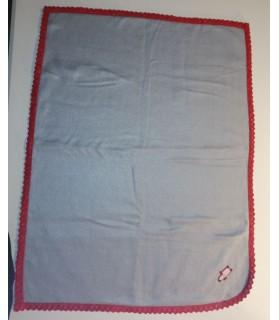 Tapis pour chien ou chiot Tapis chien gris molletonné liseré dentelle rouge et motif chien 75 x 60 cm Chez Anilou 12,00€