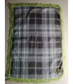 Tapis pour chien ou chiot Tapis chien à carreaux gris molletonné liseré vert 80 x 48 cm Chez Anilou 12,00€