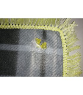 Tapis pour chien ou chiot Tapis chien à carreaux gris molletonné liseré jaune 80 x 48 cm Chez Anilou 12,00€