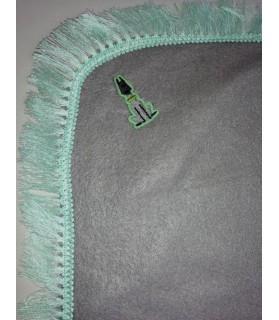 Tapis pour chien ou chiot Tapis chien gris clair molletonné liseré vert 79 x 66 cm Chez Anilou 12,00€